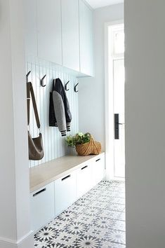 Home Decor Habitacion Welcome to our home! Decor Habitacion Welcome to our home! Mudroom Laundry Room, Laundry Room Design, Ideas Cabaña, Room Ideas, All White Room, Appartement Design, House Entrance, Entrance Ideas, Hallway Ideas