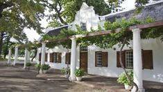 Lekkerwijn Historic Country House, at the foot of the Hellshoogte Pass, is equidistant from Paarl, Stellenbosch and Franschhoek, so you'd be forgiven for thinking it might have an identity crisis. Cape Dutch, Dutch House, Internal Courtyard, Down South, Business For Kids, South Africa, Holland, Pergola, Voyage
