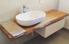 Un'altra meravigliosa Mensola poggia lavabo ha trovato la sua Another wonderful washbasin rest shelf he found his Bathroom Sink Design, Bathroom Renos, Bathroom Interior Design, Bathroom Renovations, Kitchen Interior, Small Shower Room, Small Showers, Small Bathroom, Master Bathroom