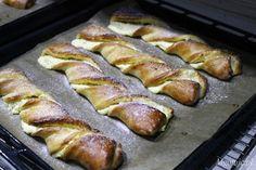Drożdżowe paluchy zbiałym serem