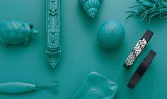 """Markante Strukturen: Inspiriert von den Oberflächen von Strand und Meer, bestechen Anhänger und Armband durch ihr dynamisches Wellenmuster. Schwarz ionenbeschichtet, folgt das zweite ENERGY-Armband dem """"Ton in Ton""""-Trend; es wirkt reduziert und elegant zugleich. Bestellungen bitte an energetix.ch@bluewin.ch Ohne Versandkosten innerhalb die Schweiz"""