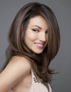 Check Out 30 Long Layered Haircuts Without Bangs. Removing weight can also knock some time off of your blowdry…score! Peep these gorgeous long layered haircuts for a little hair inspiration. Medium Long Hair, Long Hair Cuts, Medium Hair Styles, Long Hair Styles, Straight Hair, Girl Haircuts, Hairstyles With Bangs, Hairstyles 2018, Hairdos