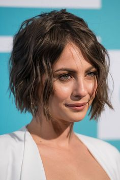 breathtakingwomen: Willa Holland at the 2015 CW Upfronts, New York May, Short Hairstyles For Women, Diy Hairstyles, Gossip Girl, Willa Holland, Short Dark Hair, Pelo Pixie, Brown Blonde Hair, Bad Hair, Hair Today