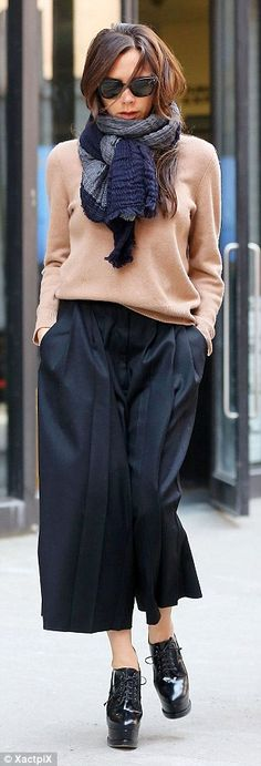Every street's a catwalk: Victoria Beckham looked sensational in her casual Culottes ensemble as she celebrated the success of her New York Fashion Week show alongside her whole family on Monday Look Street Style, Street Looks, Cullotes Street Style, Work Fashion, Fashion Looks, Fashion Design, Street Fashion, Fashion Trends, Victoria Beckham Style