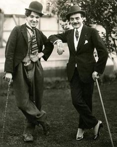 Charlie Chaplin in costume (sans make-up/mustache) & his idol Max Linder, who started in French cinema, becoming quite famous. Silent Screen Stars, Silent Film Stars, Movie Stars, Charlie Chaplin, Classic Hollywood, Old Hollywood, Hollywood Images, Hollywood Icons, Chaplin Film