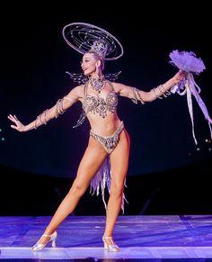 Las Vegas' Most Iconic Show, Jubilee at Bally's Las Vegas, Bob Mackie costume (Photo credit: Jerry Metellus). Showgirl Costume, Vegas Showgirl, Circus Costume, Cabaret, Las Vegas Valley, Old Vegas, Girl Costumes, Costume Ideas, Las Vegas Shows