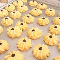 Gambar Cara Membuat Kue Semprit Susu Cookie Desserts, Cookie Recipes, Cookie Dough Fudge, Biscotti Cookies, Indonesian Food, Pineapple, Recipies, Food And Drink, Treats
