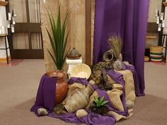 Easter Altar Decorations, Lent Decorations For Church, Altar Flowers, Church Flowers, Altar Design, Christian Holidays, Easter Garden, Church Stage Design, Church Events