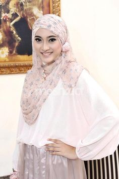 Meyda Sefira --- Buy the magazine at https://www.facebook.com/notes/moshaict-moslem-fashion-district/daftar-nasional-reseller-buku-hijab-moshaict/280384698688485 --- www.moshaict.com  #hijab #fashion #fashionhijab #islamicfashion