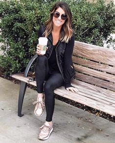 How to Look Chic in the Most Comfortable Way Possible - Comfy Outfits Casual Leggings Outfit, Legging Outfits, Sporty Outfits, Leggings Fashion, Winter Outfits, Fashion Outfits, Athleisure Outfits, Black Leggings Outfit Summer, Winter Leggings
