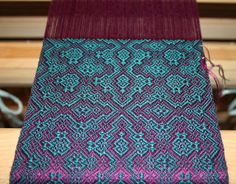 Thrums: Magenta Mood magenta warp, teal weft, similar values...great irridescence!