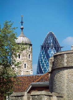 Tower of London - London, England | 22 Majestic Old Buildings Completely Dominating Modern Skylines
