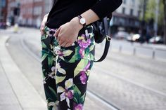 mm those colors Fashion Beauty, Girl Fashion, Fashion Outfits, Raised By Wolves, Stylish Bedroom, Floral Fashion, Floral Pants, Printed Pants, Your Style