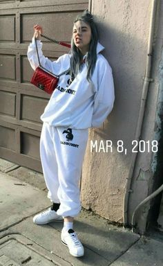 Discover ideas about billie eilish Billie Eilish, Style Outfits, Sexy Outfits, Girl Outfits, Outfit Jeans, Style Casual, My Style, Estilo Dark, Cover Art