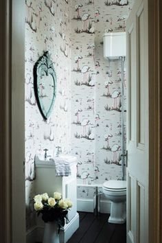 Great Vintage Style Wallpaper U0026 Mirror For A Bathroom