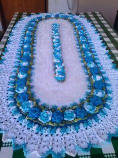 Tapete brinco de princesa do marcelo nunes Crochet Table Mat, Crochet Table Runner Pattern, Crochet Mat, Crochet Mandala Pattern, Crochet Dollies, Doily Patterns, Crochet Home, Filet Crochet, Cute Crochet
