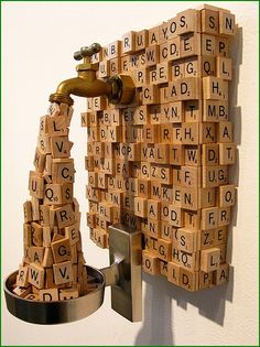 Ron Ulicny (1973) sculpteur basé à Portland. Il détourne les objets du quotidien pour réaliser des sculptures insolites et créatives (sous influence de Magritte ?)  http://cajaimebien.com/wp-content/uploads/2013/04/2013_04_04_ron_ulicny_01.jpg?80d815