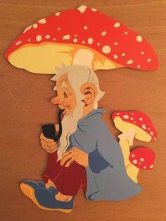 Holzbild Zwerg Fliegenpilz um 1960 Hellerkunst? Mertenskunst? Vintage Dwarf in Antiquitäten & Kunst, Antikspielzeug, Holzspielzeug | eBay