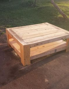 Pallet Furniture - DIY Pallet Furniture Ideas & Pallet Projects — (via Upcycled Wood Pallet Coffee Table | 101...