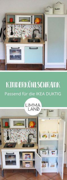 IKEA children's fridge to build yourself: Suitable for the DUKTIG children's kitchen - Küche Ikea Kids Kitchen, Ikea Kids Room, Toy Kitchen, Kitchen Hacks, Kitchen Refrigerator, Billy Ikea, Ikea Billy Bookcase, Hack Ikea, Backgrounds