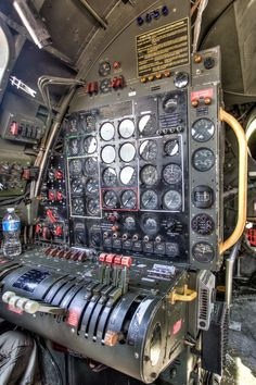 You can't imagine the feeling of wonder, viewing a vintage aircraft and watching a vintage aircraft flying. Aviation Mechanic, Photo Avion, Aircraft Interiors, Air Festival, Prop Design, Mechanical Design, Flight Deck, Air Show, Dieselpunk