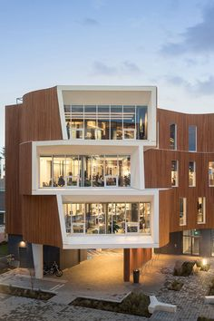 Image 8 of 20 from gallery of One North / Holst Architecture. Photograph by Andrew Pogue Modern Architecture House, Facade Architecture, Modern Buildings, Amazing Architecture, Landscape Architecture, Landscape Design, Office Buildings, Commercial Architecture, Facade Design