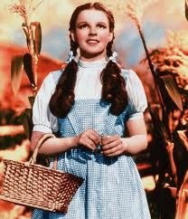 Judy Garland as Dorothy in the Wizard of Oz. Somewhere Over the Rainbow. Dorothy Wizard Of Oz, Dorothy Gale, Wizard Oz, Over The Rainbow, Beau Message, Funny Quotes, Funny Memes, Funny Captions, Still Life Film