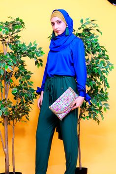 Modesty with Confidence. Azure Blue Top and Opal Green Hijab. Magenta and Turquoise Clutch or Clutches. Street Hijab Fashion, Muslim Fashion, Modest Fashion, Aesthetic Green, Modest Wear, Hijab Chic, Green Fashion, Blue Tops, Magenta