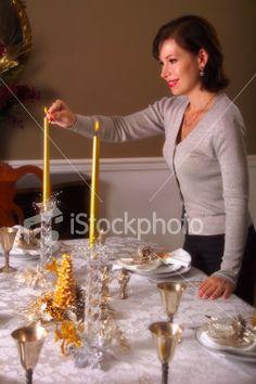 Tunnelmallisen päivällisen kruunaavat näyttävät kynttilät.
