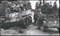 """Ce char Stuart à été détruit à la jonction des routes de Saint-Côme du Mont et de Carentan. Le blindé a brûlé de l'intérieur et tous les membres de l'équipage ont péris , pendant plusieurs jours le corps du chef de char restera pendu contre le flanc de la tourelle. Les Américains nomment depuis ce jour l'endroit """" Dead's Man Corner"""" il se situe près du mussée du même nom."""