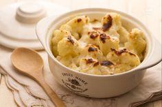 I cavolfiori gratinati sono un contorno ricco e gustoso: passati al forno con formaggio e besciamella verranno apprezzati anche dai più piccoli.