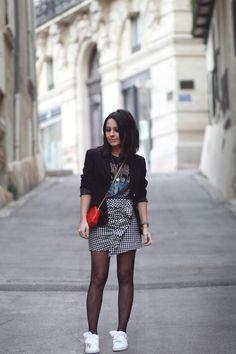 Blazer noir, t-shirt rock Rolling Stones, jupe vichy volant Zara, baskets Puma heart patent, Sac rouge petite mendigote Idée look blog mode Montpellier