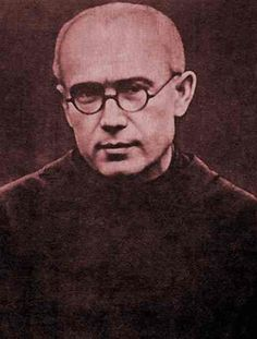 St Maximillian Kolbe -- When a man escaped from Auschwitz, the Nazis chose 10 men to die by means of starvation in a hunger cell. Maximilian Kolbe volunteered to take the place of one man, and died after several days in the hunger cell. Catholic Saints, Patron Saints, Roman Catholic, Catholic Priest, Maximillian Kolbe, St Maximilian, Catholic Online, Cultura General, Lady Of Fatima