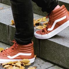 The re-issue of an icon - the ‪#‎VANS‬ ‪#‎SK8HI‬ in Premium Leather Discover it in store now with a sweet -25% OFF