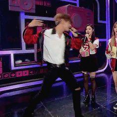 Taehyung dancing to EXO 'Monster' Mommy Baekhyun's part ||  #BTS #EXO