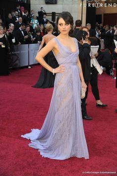 Elie Saab est son créateur préféré. Et sur le red carpet, Mila Kunis le lui rend bien.