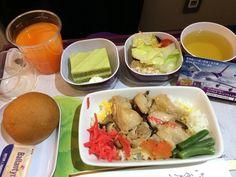 タイ国際航空 683 Airbus A340-600 (4発ジェット)   機内食・焼き鳥丼