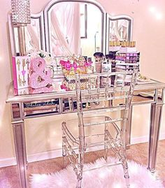 Makeup organization play a critical role. Not only it helps us see our stuff easily, but, it also allows us to become more efficient. Below is an image of my ideal vanity room / makeup table,. Vanity Room, Vanity Decor, Vanity Set, Vanity Ideas, Organizer Makeup, Makeup Organization, Dream Bedroom, Girls Bedroom, Bedroom Decor
