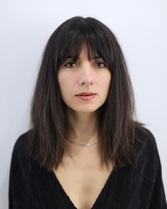 Straight textured medium length dark brown hair with tapered lash-length fringe. Long Hair With Bangs, Haircuts For Long Hair, Hairstyles With Bangs, Straight Hairstyles, Medium Hair Cuts, Short Hair Cuts, Medium Hair Styles, Short Hair Styles, Haircut Medium