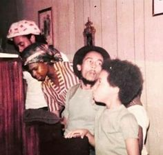 BOB MARLEY 1977 ❤💛💚 Family First, First Love, Dina Asher Smith, Bob Marley Legend, Bob Marley Pictures, Dennis Brown, Marley Family, Robert Nesta, Nesta Marley