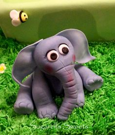 In this video, I will show you how to make this amazing cake topper a cute elephant. You may make this topper with fondant, modeling chocolate or even gumpas...                                                                                                                                                                                 Más