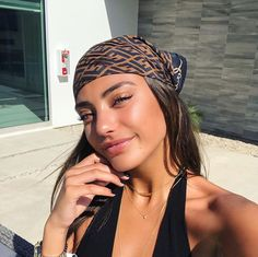 Vanessa Moe on Insta Hair Scarf Styles, Bandana Styles, Curly Hair Styles, Bandana Ideas, Hair Wrap Scarf, Headband Styles, Headband Hairstyles, Cute Hairstyles, Hairstyles Videos