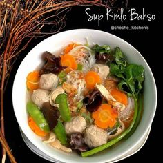 Discover recipes, home ideas, style inspiration and other ideas to try. Asian Cooking, Easy Cooking, Cooking Recipes, Indonesian Food Traditional, Indonesian Cuisine, Indonesian Recipes, Mie Goreng, Asian Recipes, Healthy Recipes