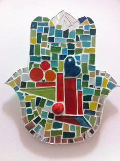 Cuadros Mano De Fátima, Mosaicos, Manitos Mosaiquismo Pared - $ 250,00 en MercadoLibre Mosaic Art, Mosaics, Hamsa Hand, Letters And Numbers, Spoon Rest, Symbols, Fatima Hand, Mosaic Tray, Creativity