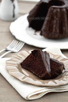 Jogurtowa babka czekoladowa z polewą czekoladową