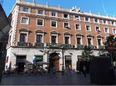Palacio de Gaviria. Calle Arenal, 9. Construído entre los años 1846 y 1847 por el arquitecto Aníbal Álvarez Bouquel para el banquero Manuel de Gaviria Donza