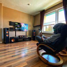 Hifi Stereo, Hifi Audio, Best Hifi, Tech Tech, Home Cinemas, Amazing Pics, Pantone Color, Home Theater, Caption