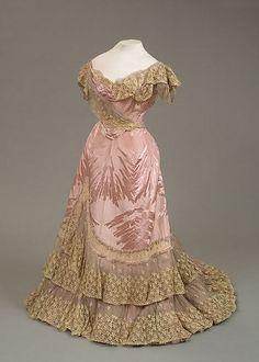Dress worn byEmpress Marie Feodorovna, by Worth, 1898.  (via: bygoneyears)