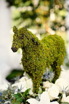 Cover an old or thrifted figurine in moss for a fresh, unique piece of artsy decor. (repin) #topiary #garden #horse - ≈√