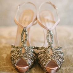 The Best Valentino Wedding Shoes To Strut Down The Aisle Valentino Wedding Shoes, Valentino Shoes, Valentino Bridal, Mode Rose, Jessica Parker, Shoe Boots, Shoe Bag, Shoes Heels, Peep Toe